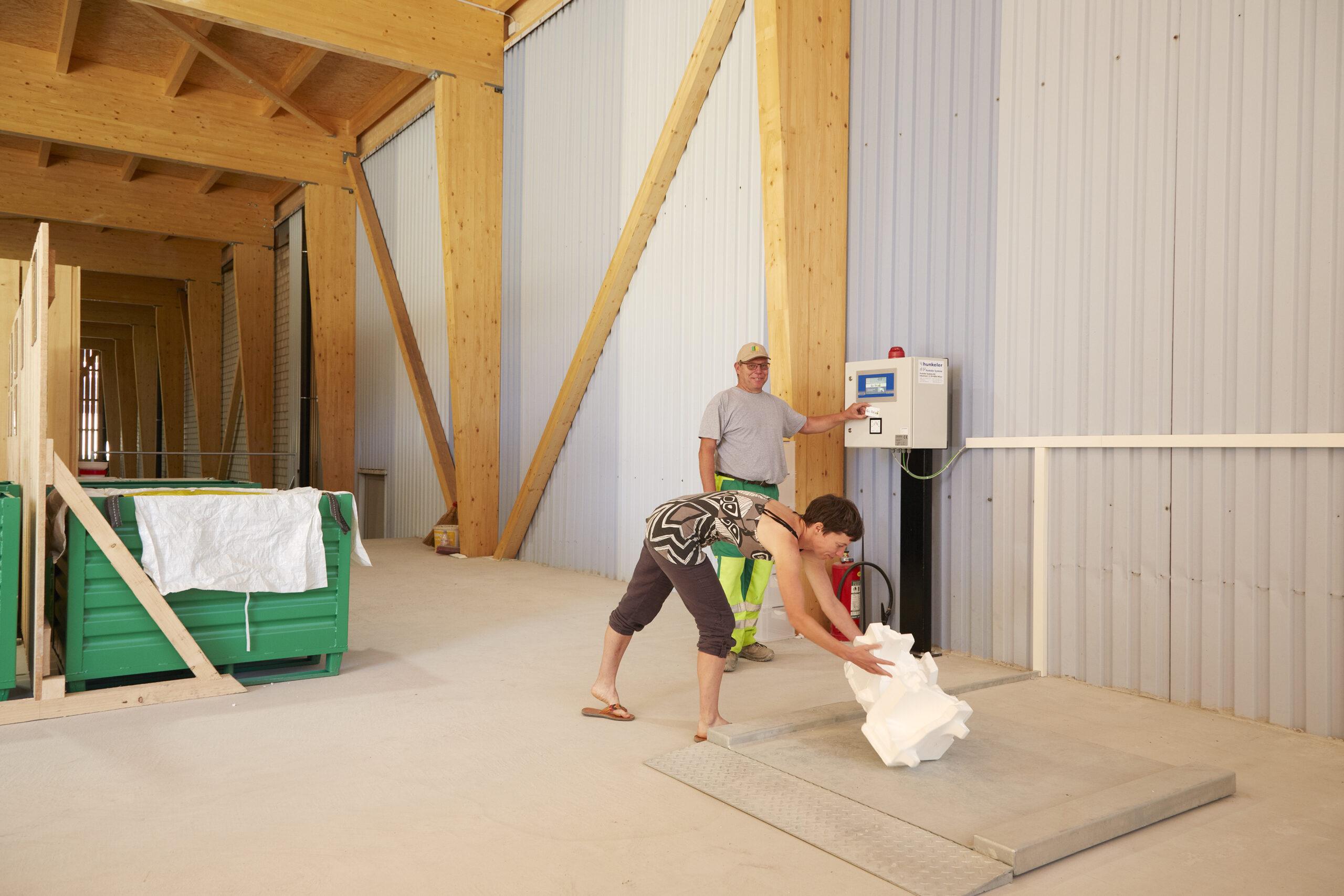 Hunkeler Automatisierter E Hof mit Eingabestelle für Holz